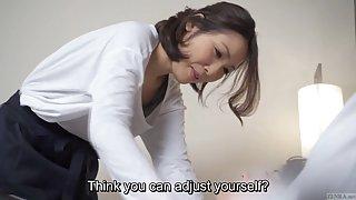 Tekstet japansk hotel massasje fører til blowjob i hd